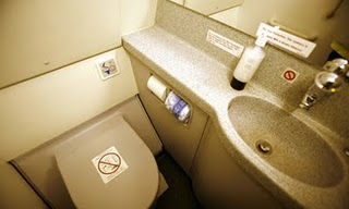 Cerita Lucu Toilet Pesawat Udara