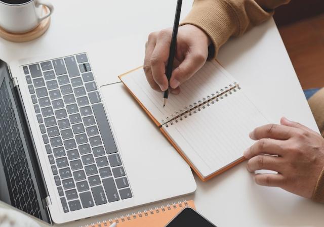 Keterampilan Menulis : Pengertian, Karakteristik, Prinsip dan Tujuan Menulis