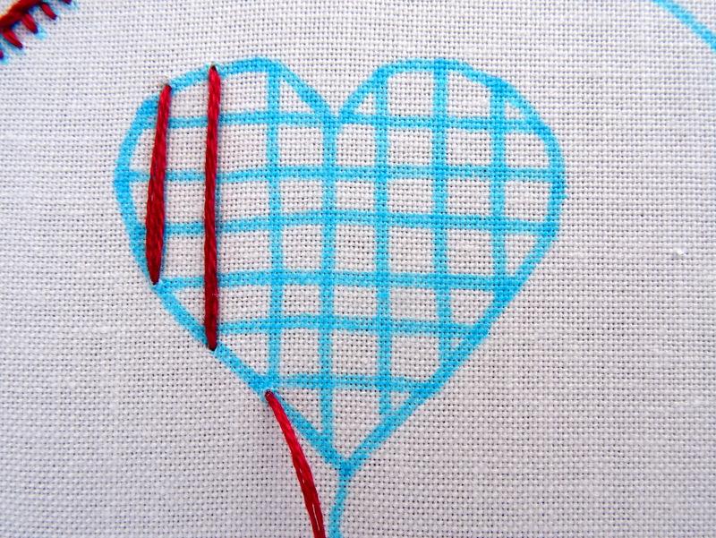 Hướng dẫn thêu trái tim dệt lưới - Hình 2