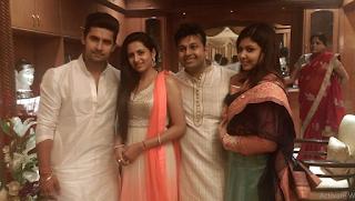Foto Ravi Dubey dengan istrinya Sargun, Vaibhav dan iparnya Priyanka