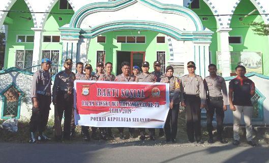 Jelang HUT Bhayangkara -73, Personil Polres Selayar, Gelar Bakti Sosial