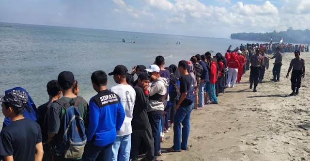 Pelajar SMK 1 Selayar Ikut Aksi, Menghadap Laut 02 Dan Bersih Pantai Kampung Penyu