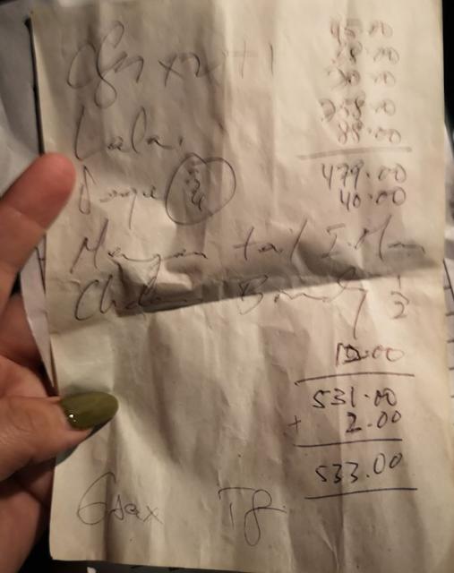 Ara-ara, Keluarga Ini Terkejut ketika Tahu Harus Membayar Rp 1,8 Juta hanya untuk 5 Makanan Ini