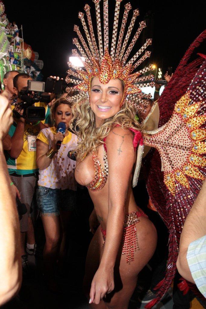 Andressa Urach, of Leandro de Itaquera school, Carnival 2014