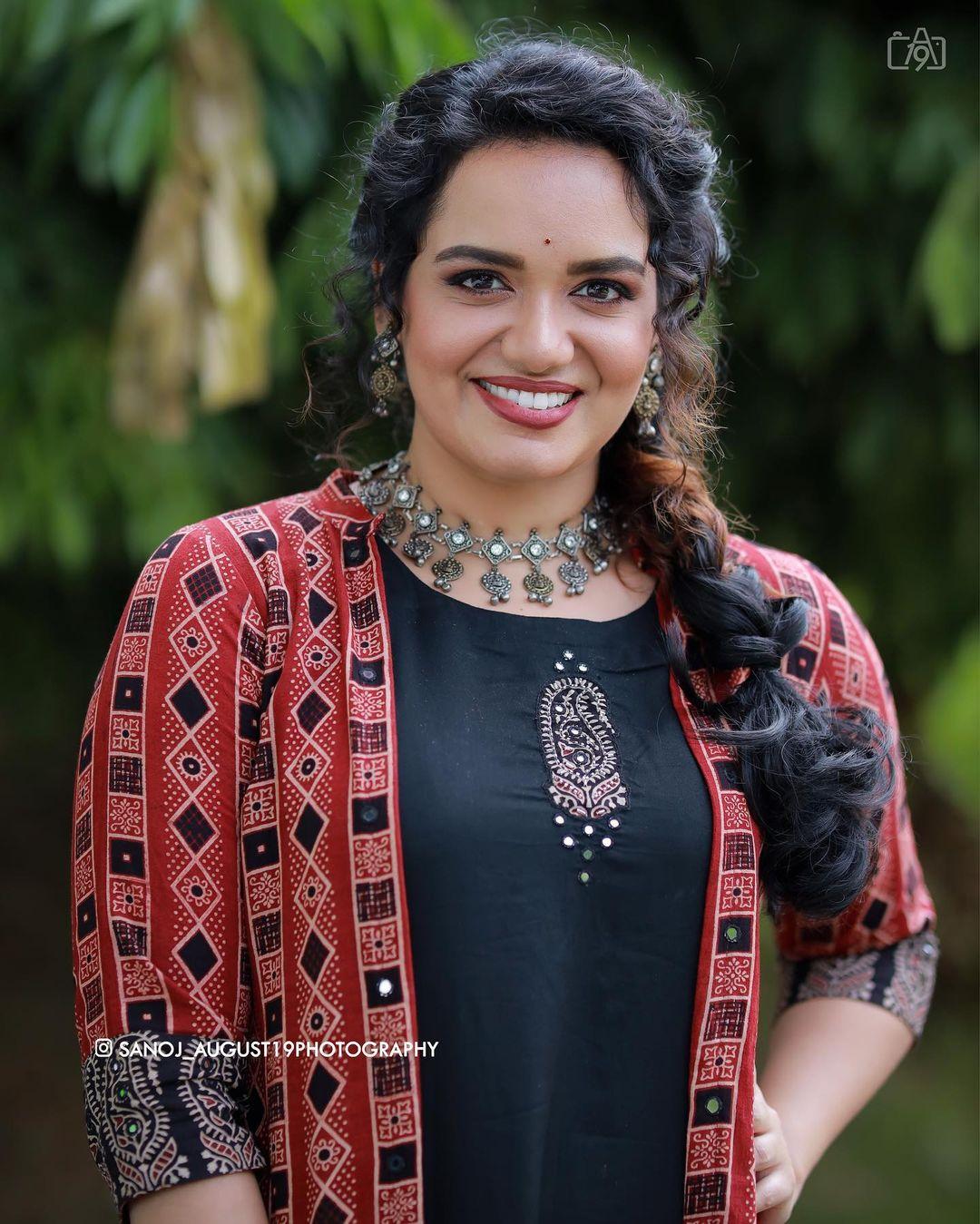 South Indian Playback Singer Jyotsna Radhakrishnan Beautiful Photos