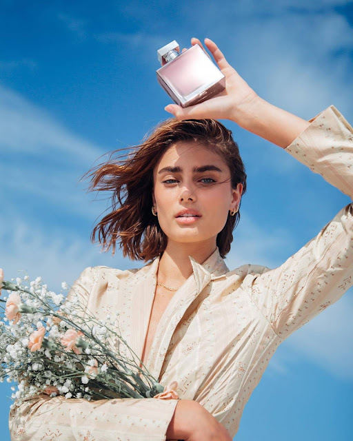Taylor Hill – Ralph Lauren Romance fragrance 2021