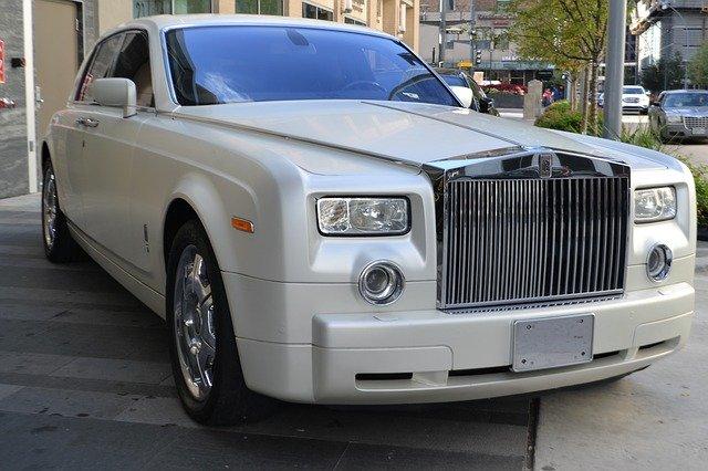 Daftar Lengkap Biaya Pajak Rolls Royce Terbaru