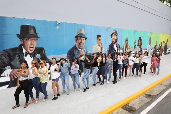 Murales ciudad de Santiago generan gran interés visitantes nacionales y extranjeros