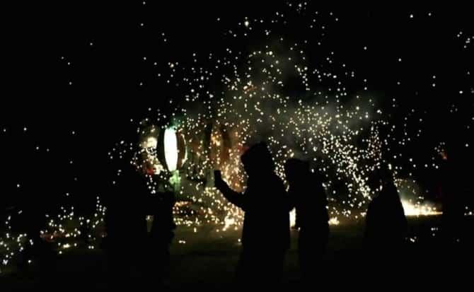 Luz, festejos, chispas