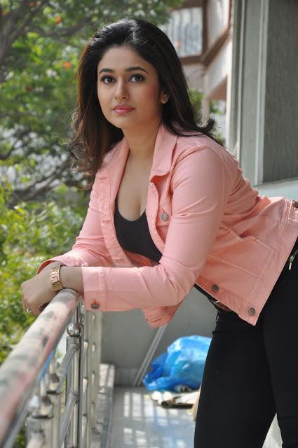 Poonam Bajwa hot Telugu actress photos
