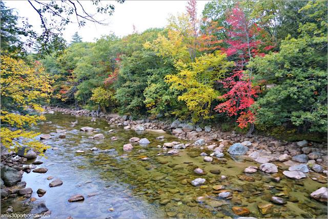 Río Saco a su paso por el Puente Cubierto Bartlett Bridge en New Hampshire