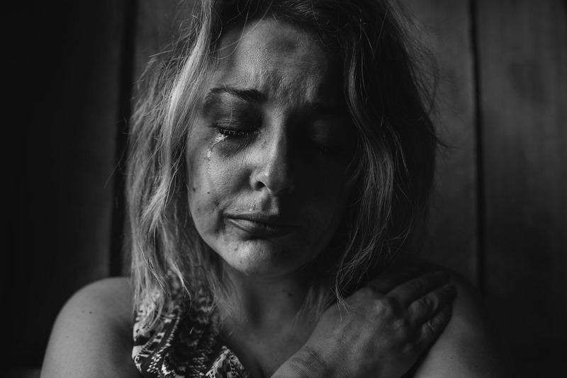 woman crying, mental ilness, Penyakit Kejiwaan Tidak Bisa Dengan Self Diagnosis