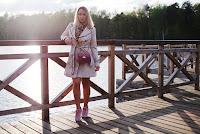 https://www.doganiammotyle.pl/2019/05/wiosenna-stylizacja-z-rozowymi-dodatkami.html