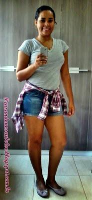 look camisa xadrez, camisa listrada e short jeans