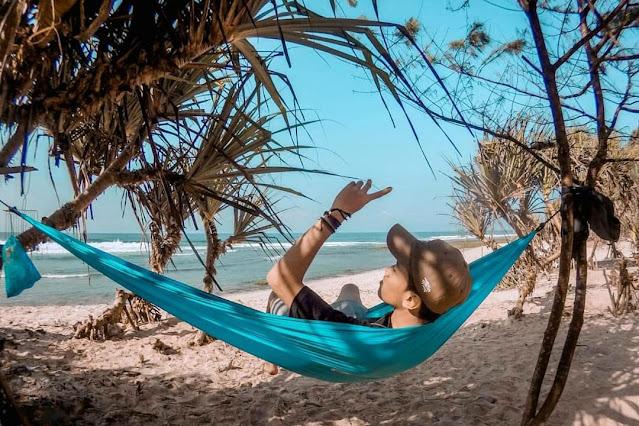 Pantai Sanglen Gunung Kidul: Lokasi, Rute dan Harga Tiket