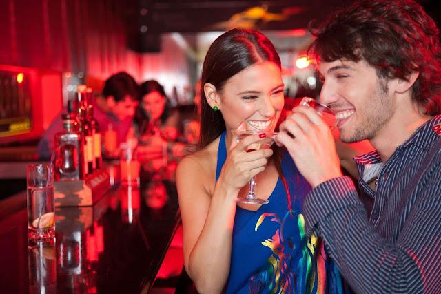 Las parejas que beben juntas son más felices