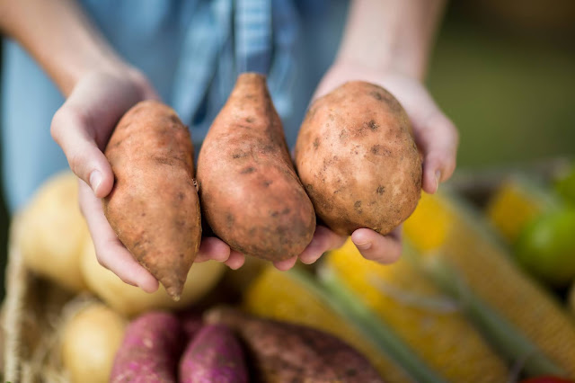 Cinco cosas que SÍ debe hacer y que NO debe hacer en el mercado de productores.