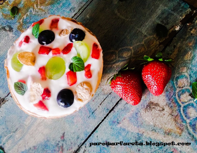 owoce z serkiem, pyszny deser