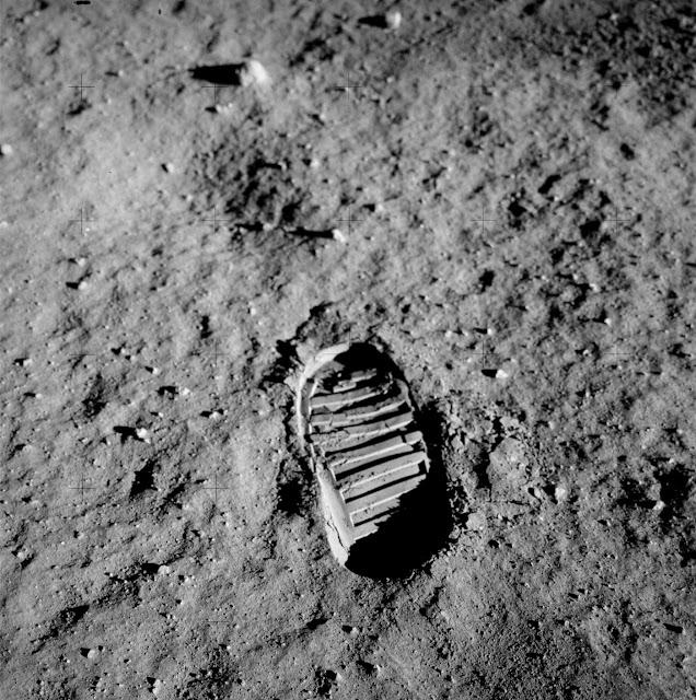 Pegada humana na superfície lunar