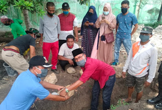 Pembangunan Mushalla Nurul Ilmi Dimulai, Camat Asakota Letakan Batu Pertama