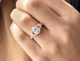 Nhẫn đính hôn kim cương tự nhiên