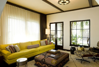 sala en marrón y verde