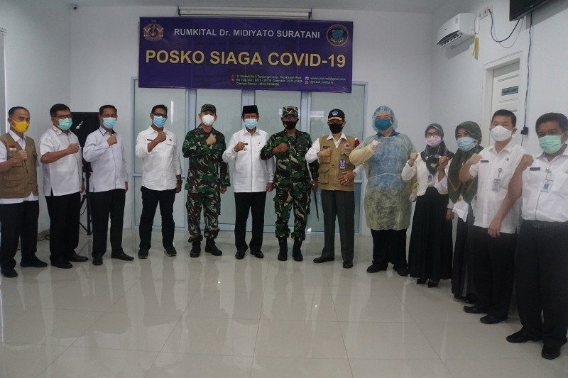 Danlantamal IV Dampingi Gubernur Provinsi Kepri Beri Bantuan SSB Kepada RSAL Midiato.s