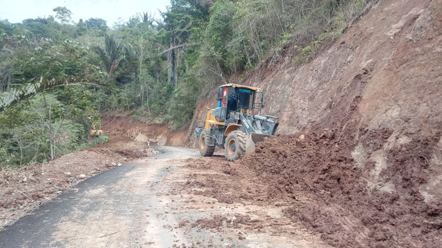 Ambruk Sebelum PHO, Kontraktor Poros Bakunge-Balacari Lakukan Perbaikan
