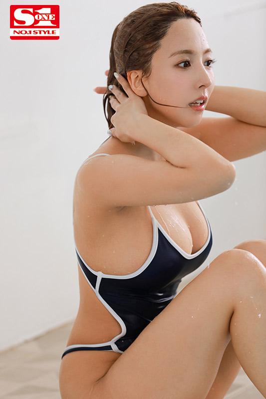 把学生当人肉按摩棒用!换上泳装的三上悠亜也是神乳!