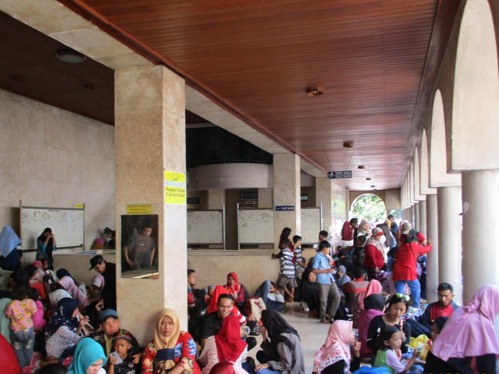Sisi Minus Masjid Raya Bandung