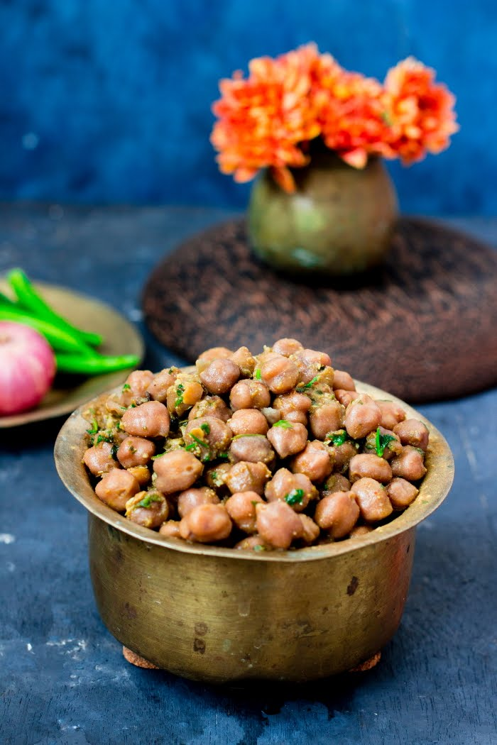 How to make Pindi Chhole, pindi chhole recipe, vegan chickpea recipe, vegan garbanzo curry recipe, how to make chhole, chhole recipe