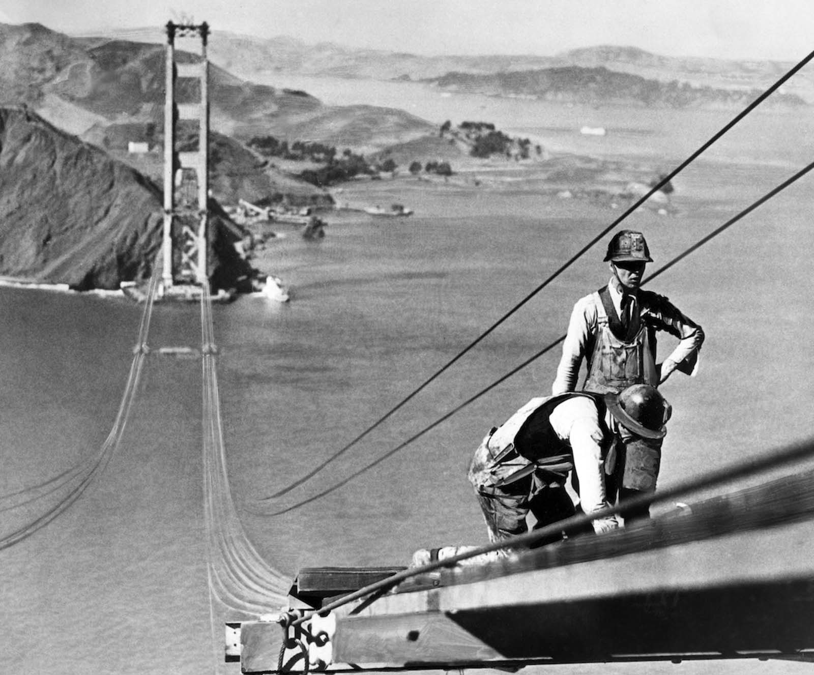 building golden gate bridge photographs