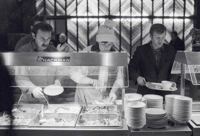 """1986 год. Рига. В столовой Комбината питания """"ВЭФовец""""."""