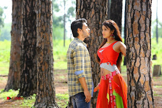 Iddari Madhya 18 Telugu Movie Pos  0005.jpg