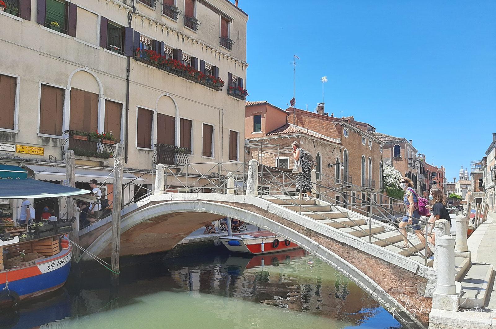 Ponte dei Pugni to jeden z  weneckich mostów owiany ciekawą legendą.
