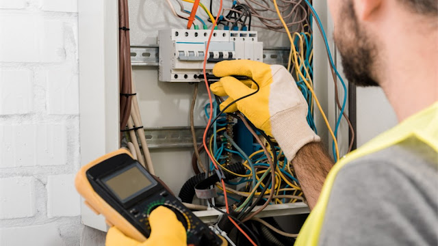 3 Reasons To Hire a Licensed Electrician