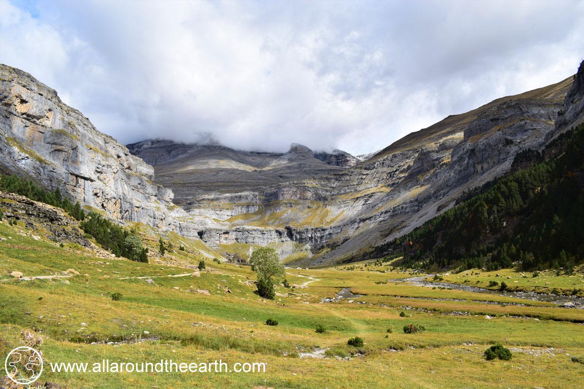Trail to Cola de Caballo, the end of the Ordesa Valley, Ordesa y Monte Perdido National Park, Spain