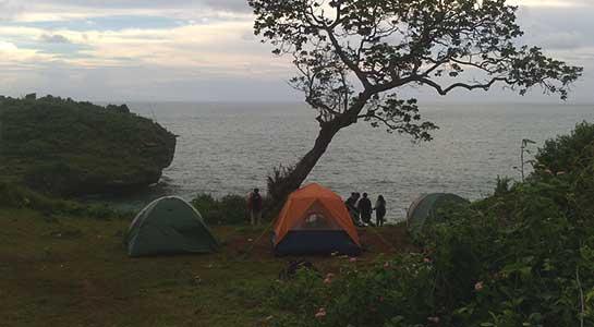 Camping di Pantai Kesirat