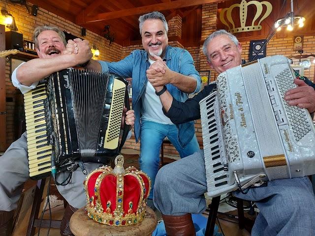 Programa Odair Terra especial 'Dia do Gaúcho' recebe o grupo musical Os Monarcas