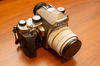 PENTAX KP は比較的小型で持ち運びやすい