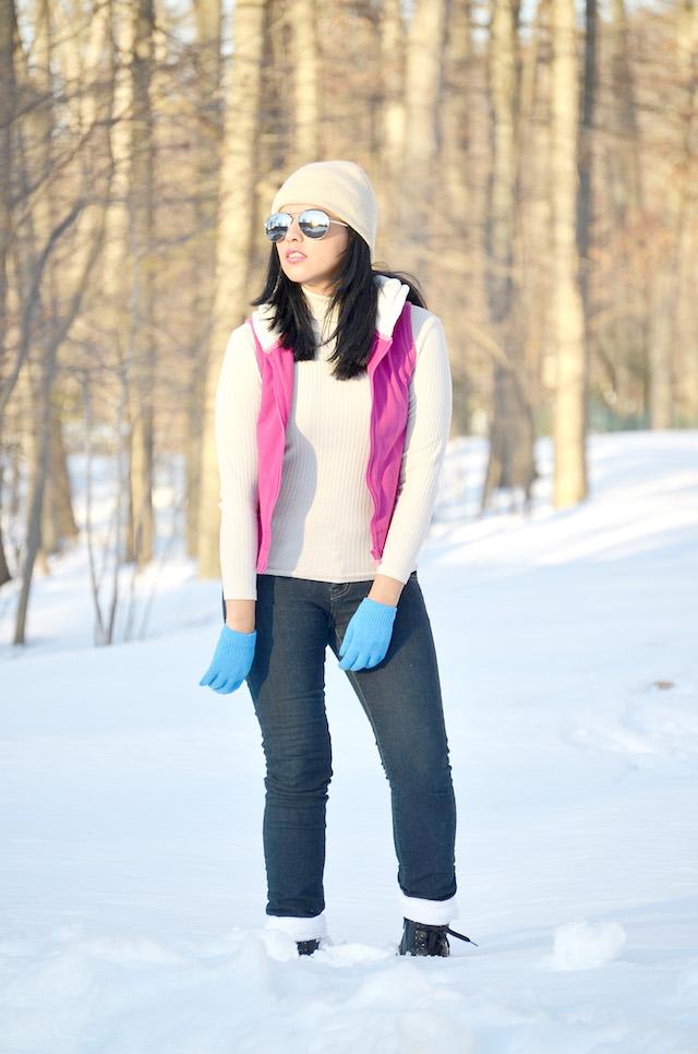 Wearing: Jeans/ Pitillos: GAP Tshirt/Camisa: Rainbow Vest/Chaleco: Romwe Sunnies/Lentes: Choies Boots/Botas: DSW