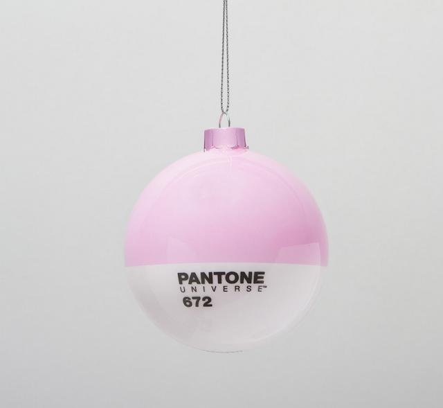 Pantone Xmas balls pink