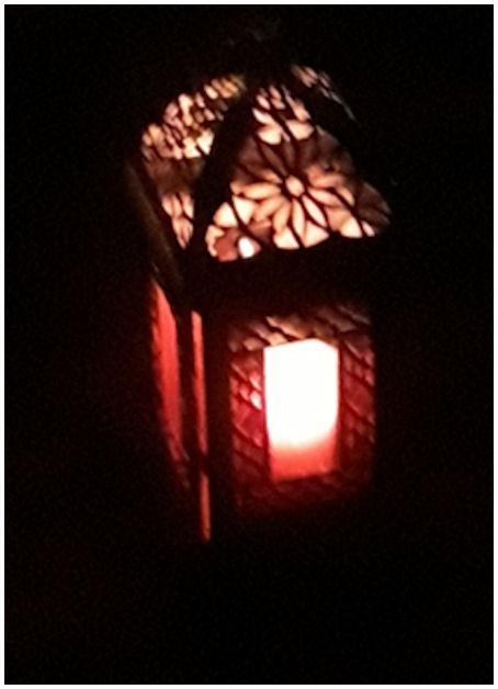 ...ja nyt lyhty palvelee taas, loistamalla valoaa ympäröivään pimeyteen ja ollen samalla rauhoittavaa katseltavaa.