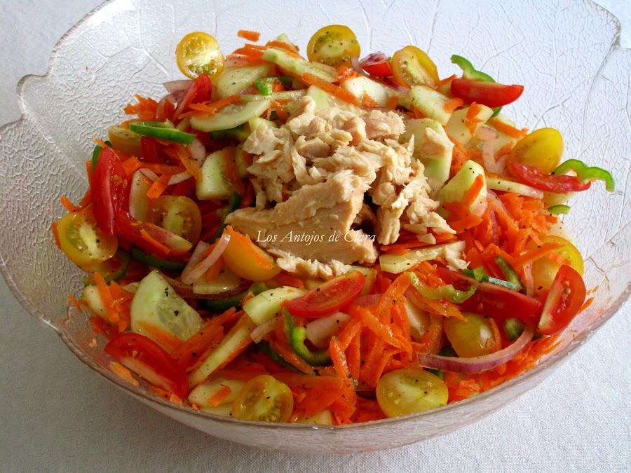 Ensalada de zanahoria con pepino y bonito del norte