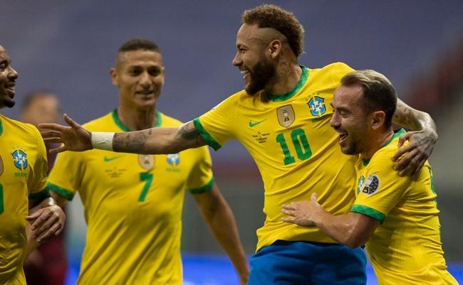 Brasil abre Copa América vencendo a Venezuela