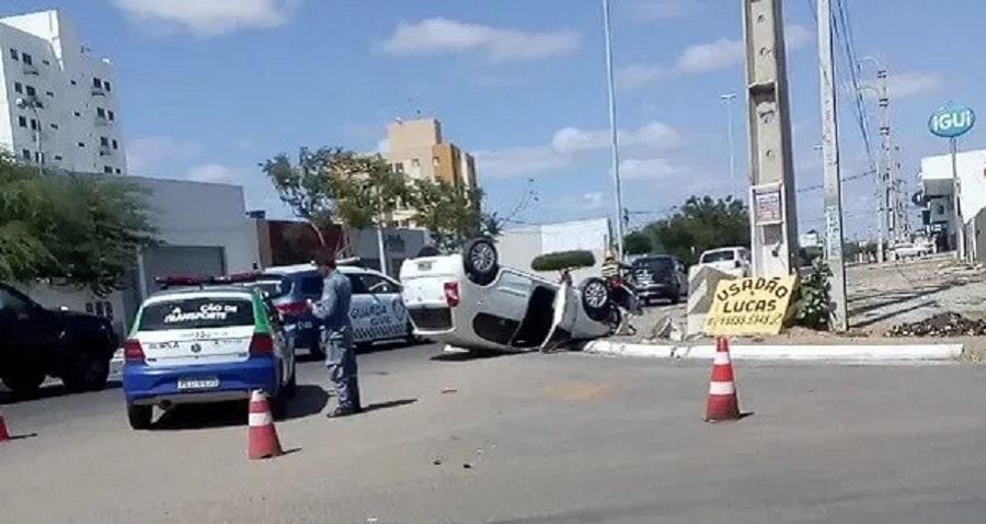 Mulher capota carro e sobrevive em avenida de Petrolina (PE) - Portal Spy