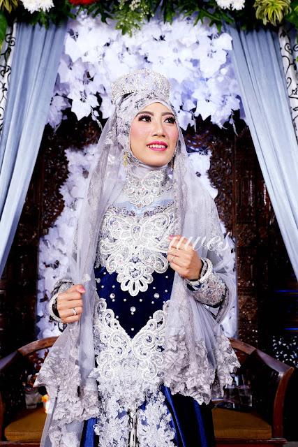 Pengantin muslimah hijab jilbab dengan kebaya modern