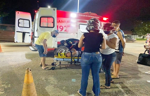 Condutora de carro avança preferencial e causa acidente com ciclista na Jorge Teixeira