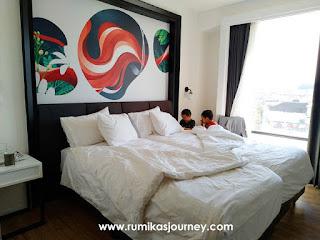 kamar-studio-25-hotel-de-braga-by-artotel-bandung