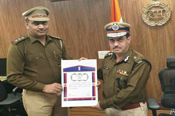 inspector-naveen-gurugram-crime-branch-awarded-home-minister-medal